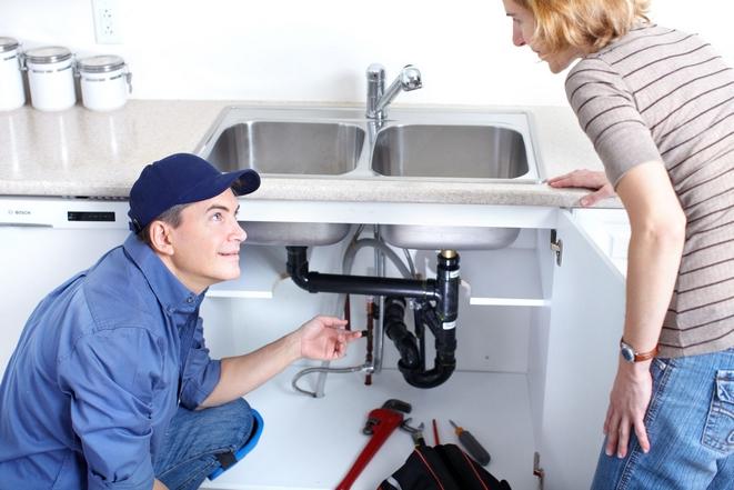 Plombier Martigues répare plomberie : dépannage, remplacement de sanitaires, de tuyauteries, de canalisations, d'éviers, de wc, de chauffe-eau, de robinets